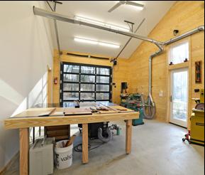Portes De Garage Un Garage Aménagé Pour Bricoler Portes